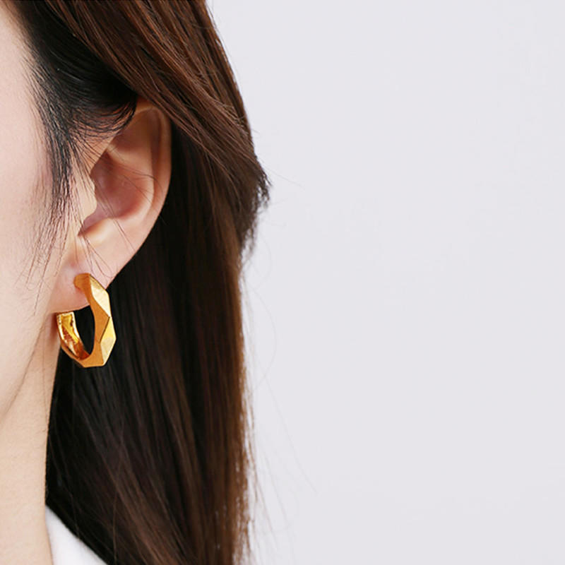 Gold Hoop Earrings – An Excellent Option For Girls