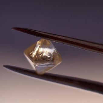 The high-end technology of diamond batteries does not need to be charged for thousands of years