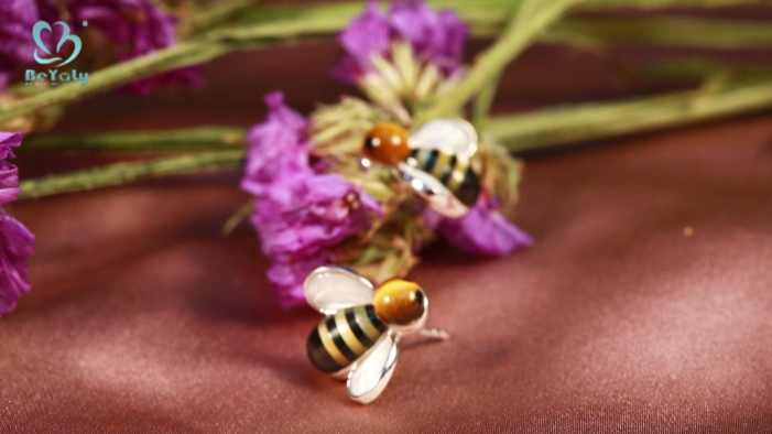 Cute design bee earring