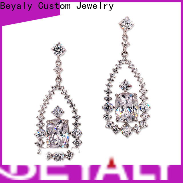 fashion white gold and diamond stud earrings design Suppliers for exhibition